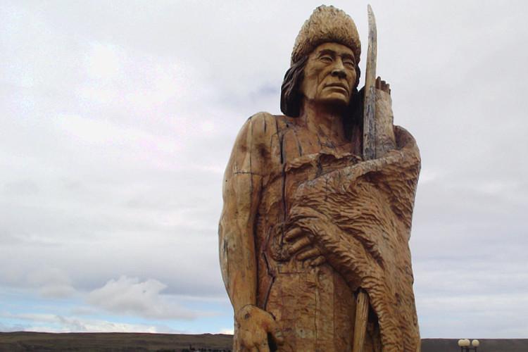 Monumento al cazador Selk'nam [Viaje inverso]